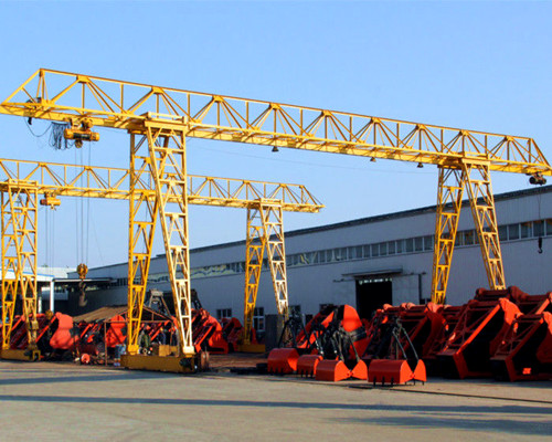 Truss gantry crane with electric hoist